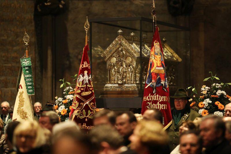 Pontifikalamt im Aachener Dom